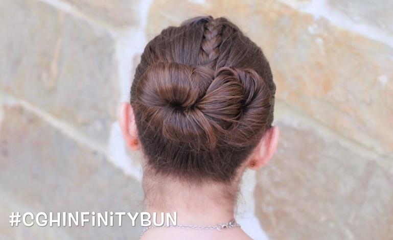 Cách búi tóc cao đơn giản hình số 8 nằm ngang