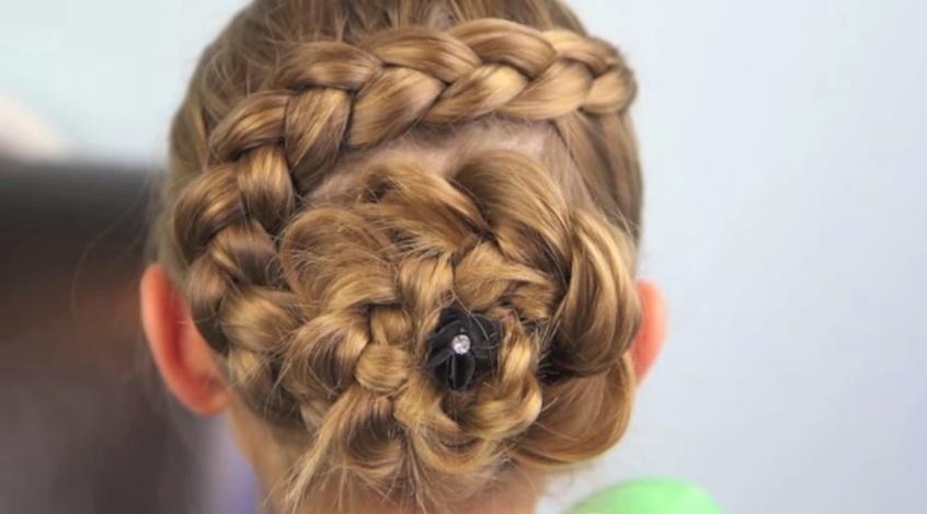 Tết tóc kiểu Hà Lan kết hợp tạo hình bông hoa