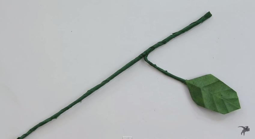 Cách gấp cành và lá cho bông hồng
