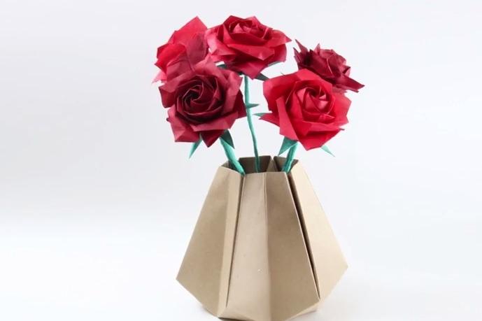 Cách gấp lọ hoa độc đáo theo phong cách gấp giấy Origami