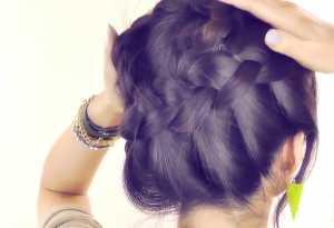 Tết tóc updo xinh xắn cho mái tóc dài