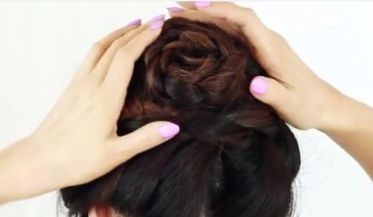 Cách búi tóc hình bông hồng cho bạn gái thêm dịu dàng