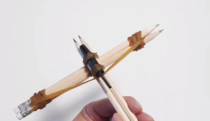 Cách làm nỏ đồ chơi mini đơn giản từ bút chì