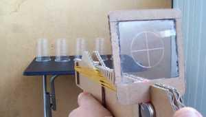 """Cách làm súng bắn dây chun từ bìa """"các-tông"""""""