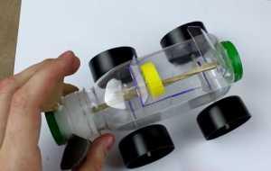 Cách làm Ôtô đồ chơi chạy bằng dây chun
