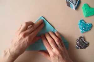 Cách làm trái tim giấy Origami để gắn lên vòng