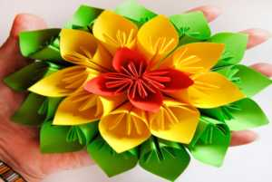 Cách làm hoa giấy nhiều màu sắc