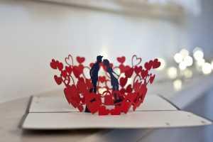 Cách làm thiệp valentine đính nụ hôn 3D lãng mạn