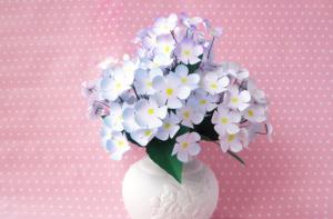 Cùng trổ tài tự làm lọ hoa giấy ở nhà