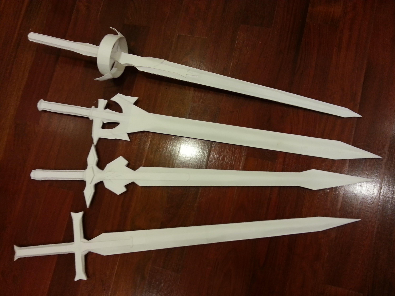 Cách làm thanh kiếm bằng giấy và que kem