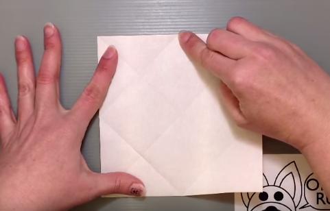 Cách gấp cái bàn bằng giấy