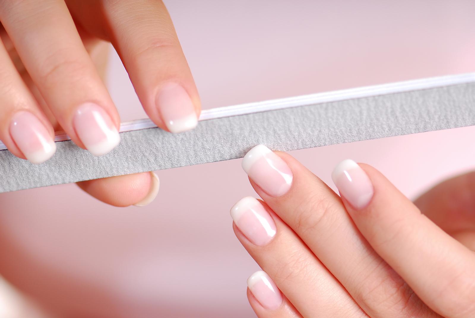 Dũa móng tay sau khi cắt
