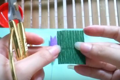 Cách làm hoa khổ sâm bằng giấy nhún