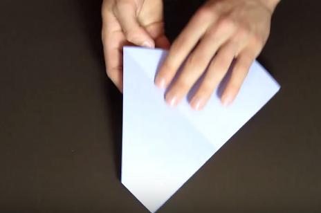 Cách gấp máy bay giấy bay lâu rơi