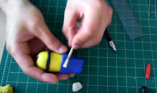 Cách làm búp bê Minion bằng đất sét