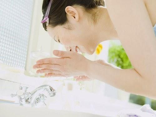 Cách rửa mặt bằng nước vo gạo