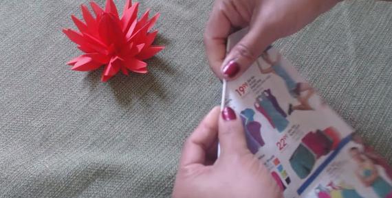 Cách làm hoa lily nước bằng giấy