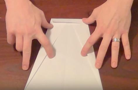 Cách gấp máy bay giấy bay xa nhất có thể