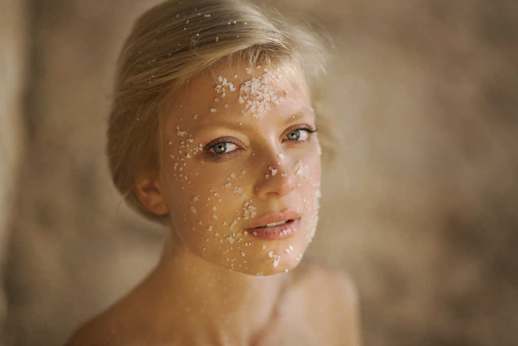 Cách làm trắng da mặt bằng muối