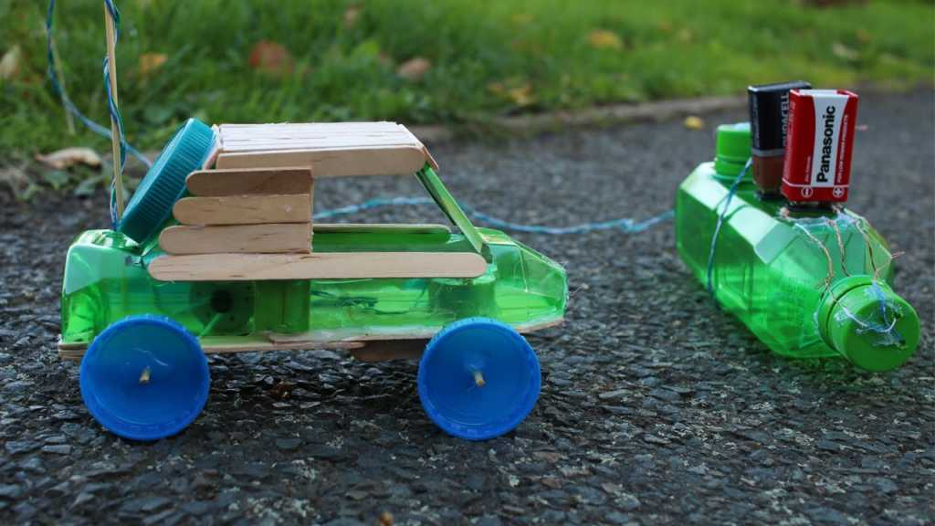 Tận dụng vỏ chai nhựa để làm ô tô đồ chơi