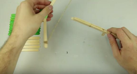 Cách làm nỏ đồ chơi bắn diêm