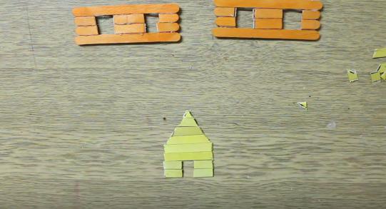 Cách làm ngôi nhà mái ngói đơn giản bằng que kem đè lưỡi