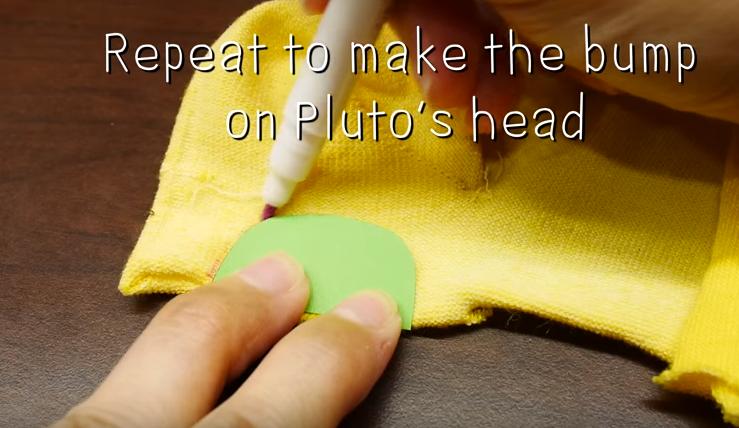 Cách làm chú cún Pluto nhồi bông.