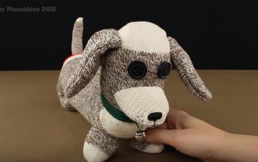 Cách làm chú chó dễ thương nhồi bông bằng tất