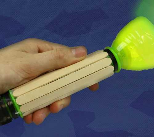 Làm đèn pin đồ chơi bằng que đè lưỡi