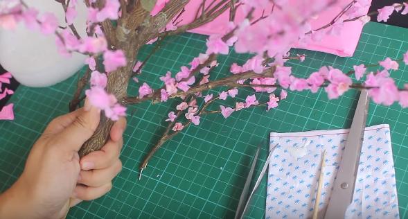 Cách làm hoa đào bằng giấy để trang trí ngày tết