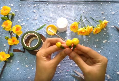 Cách làm hoa mai bằng giấy nhún tuyệt đẹp