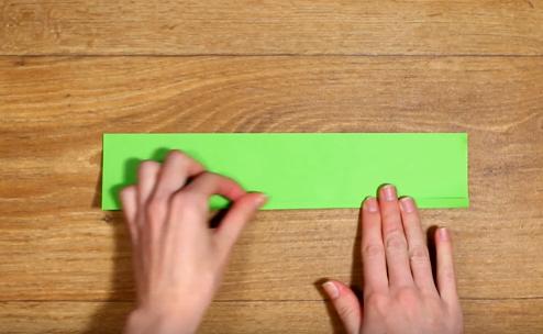 Cách làm hoa xoắn bằng giấy