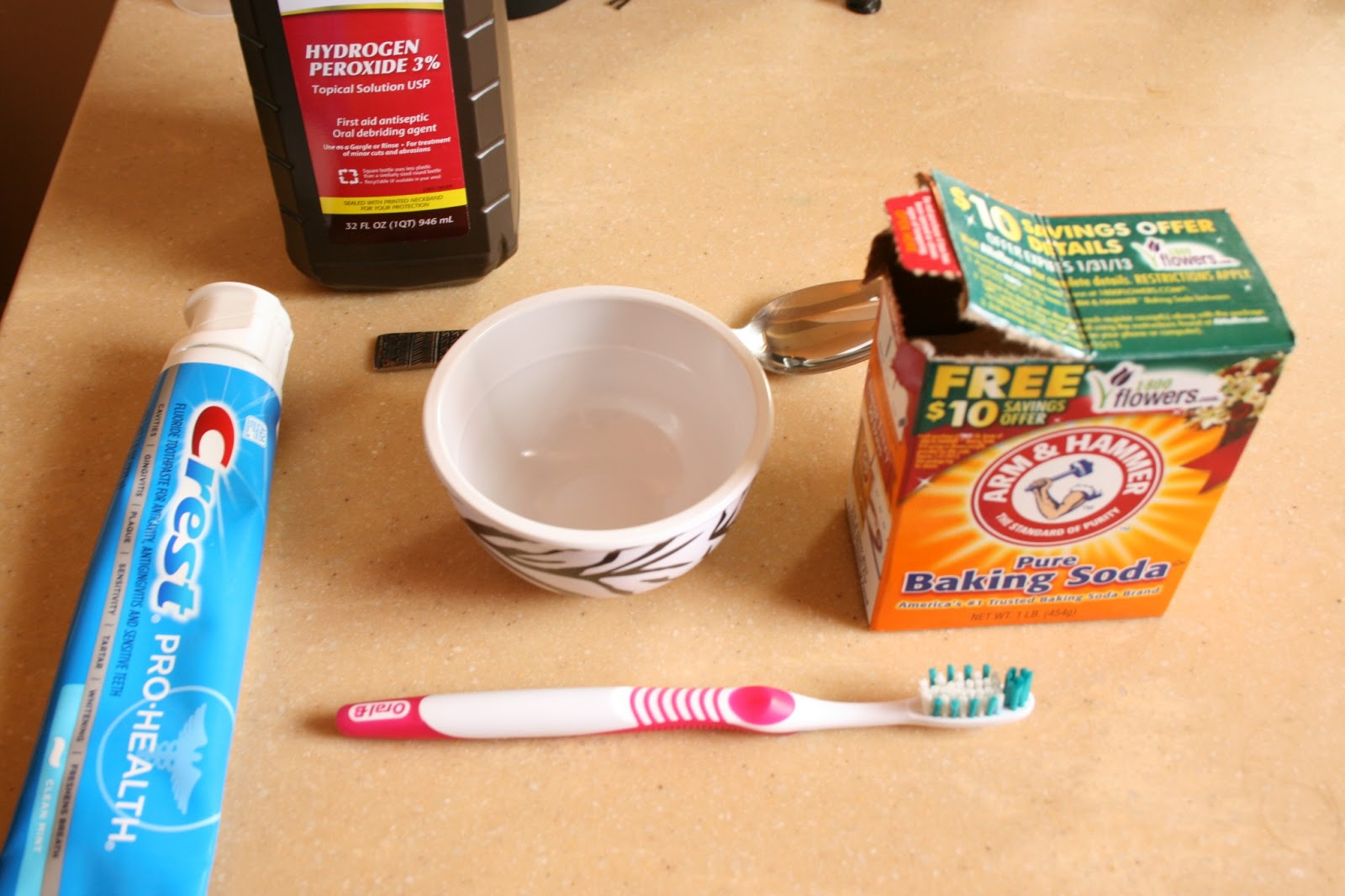 Cách làm trắng răng bằng baking soda CỰC NHANH GỌN!! 1