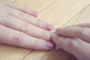 Cách tẩy sơn móng tay hiệu quả
