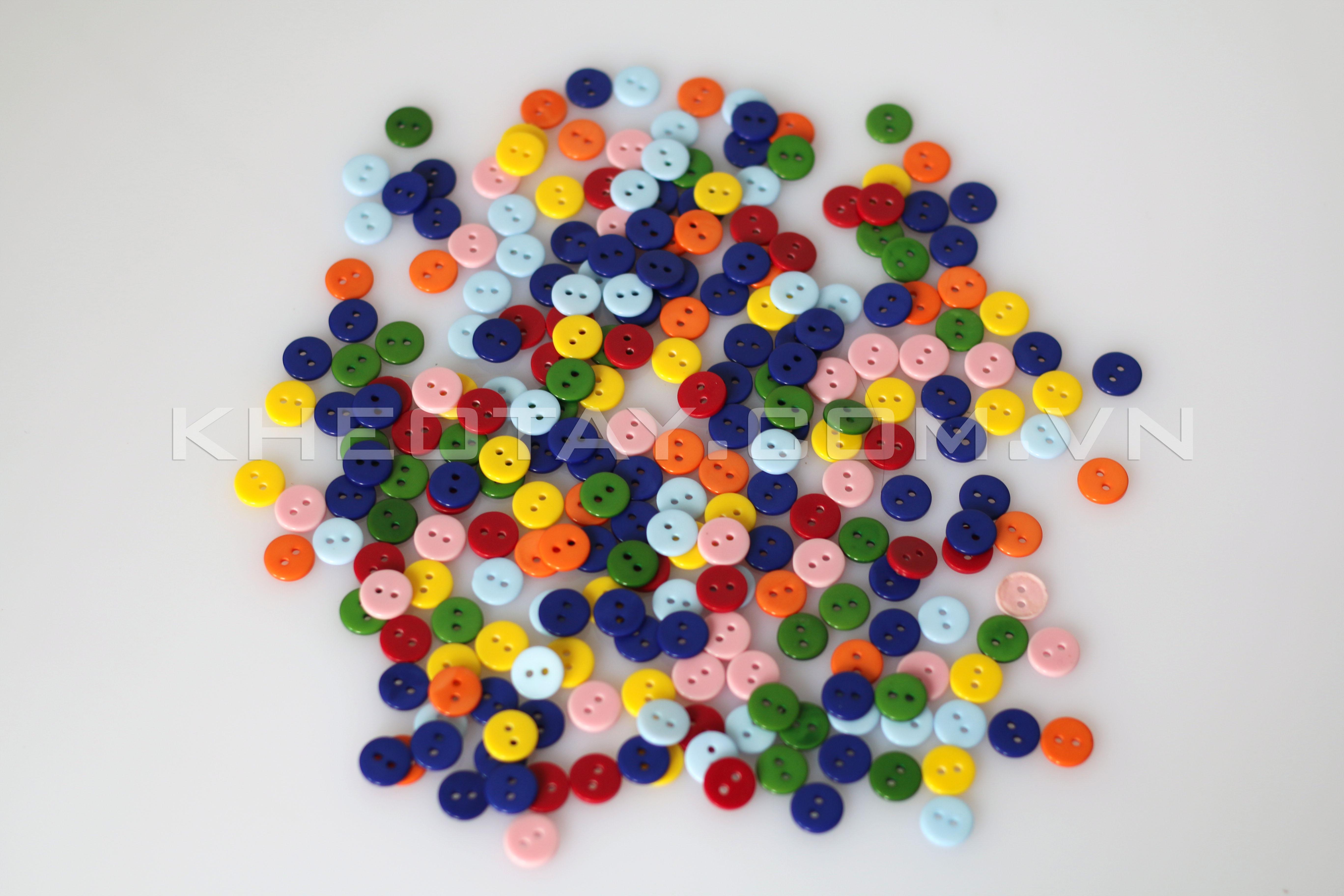 Khuy nhựa cổ điển nhiều màu