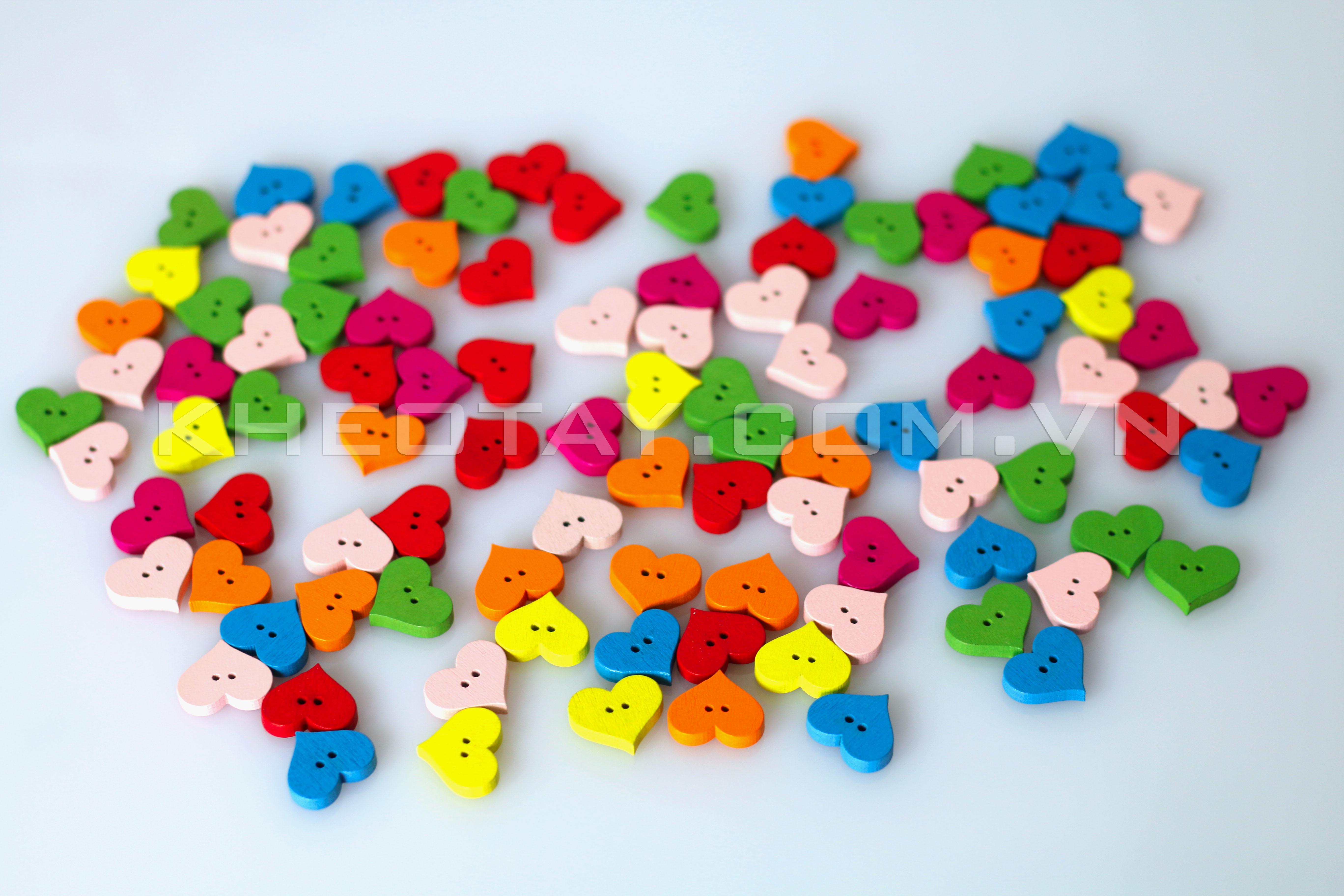 Mẫu khuy hình trái tim nhiều màu sắc