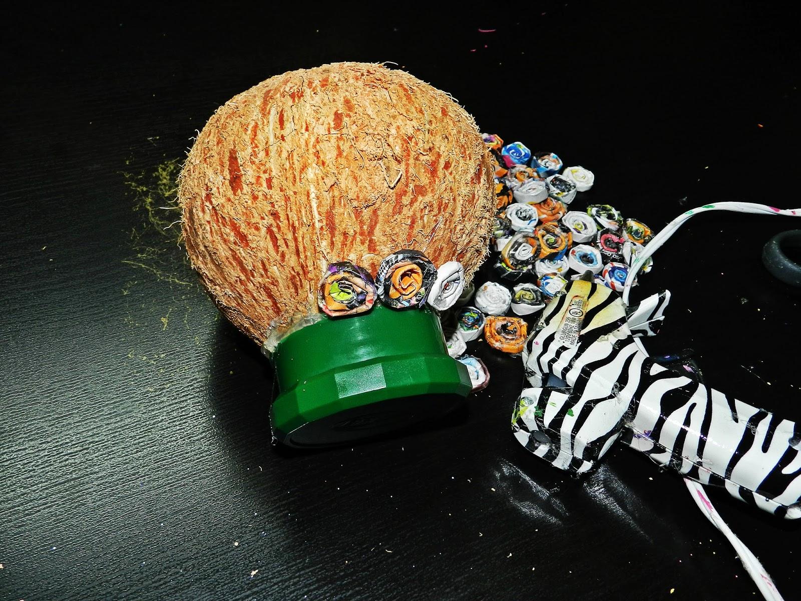 Cách làm bình hoa bằng vỏ dừa siêu độc đáo