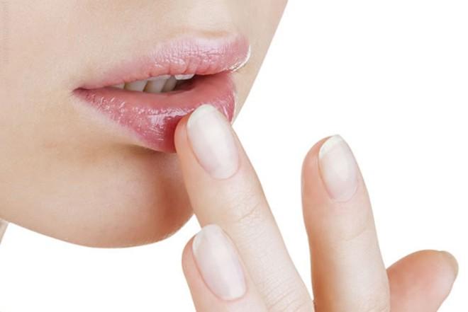 Cách dưỡng môi bằng nha đam hiệu quả