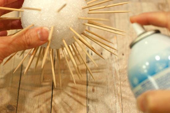 Cách làm quả cầu tuyết bằng tăm tre