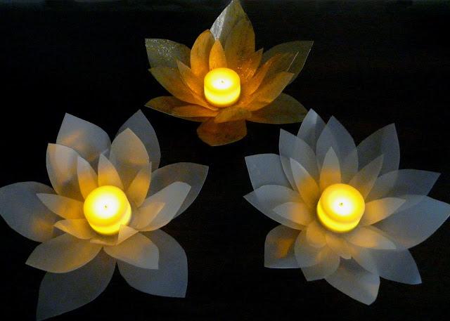 Cách làm hoa sen bằng vỏ nhựa và keo sữa siêu độc đáo
