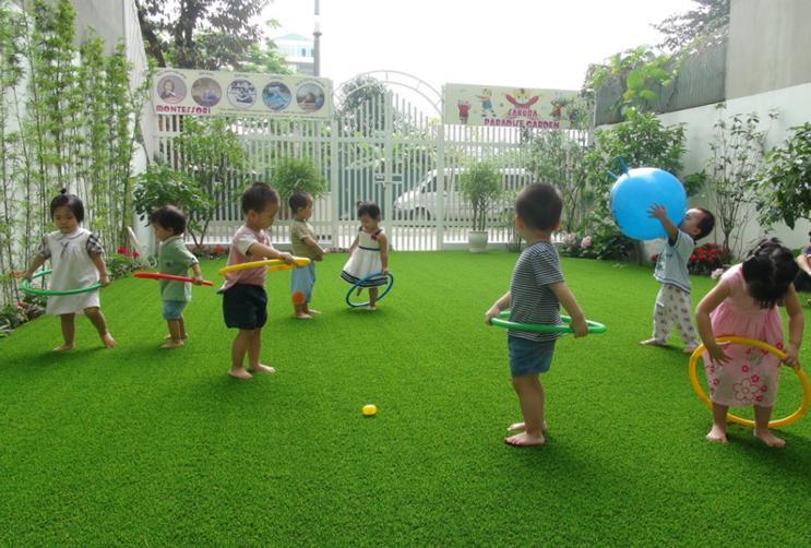 Thiết kế sân vườn bằng cỏ nhân tạo
