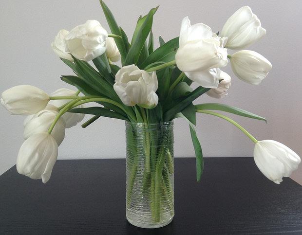 Cách trang trí bình hoa bằng keo nến đơn giản mà đẹp