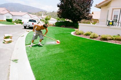 Cách làm sạch và duy trì sự bền đẹp của thảm cỏ nhân tạo