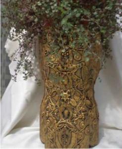 Cách làm bình cắm hoa ấn tượng bằng chai nhựa