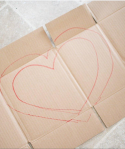 Cách làm khung hình trái tim đẹp mắt bằng giấy