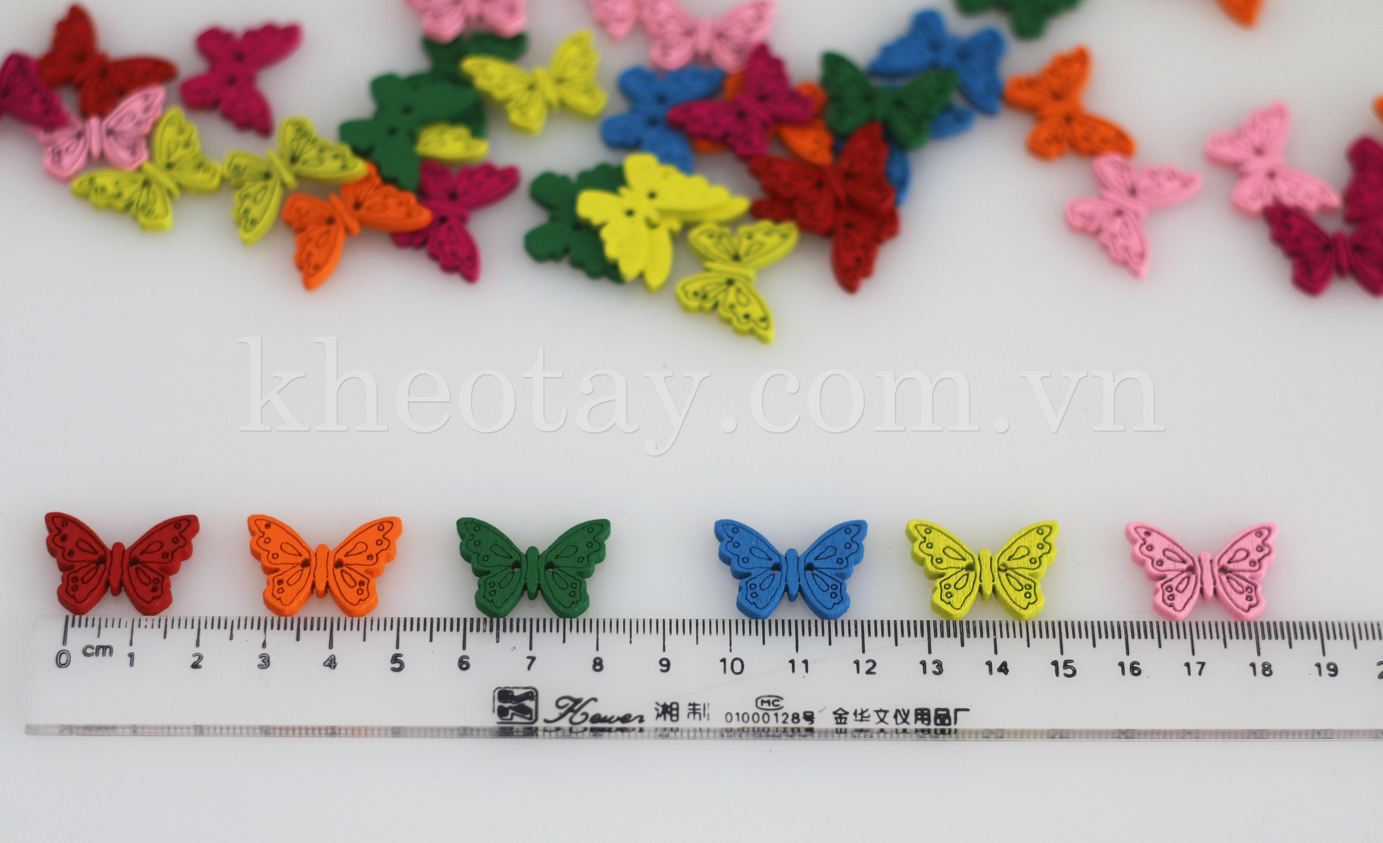 Mẫu khuy gỗ hình bướm