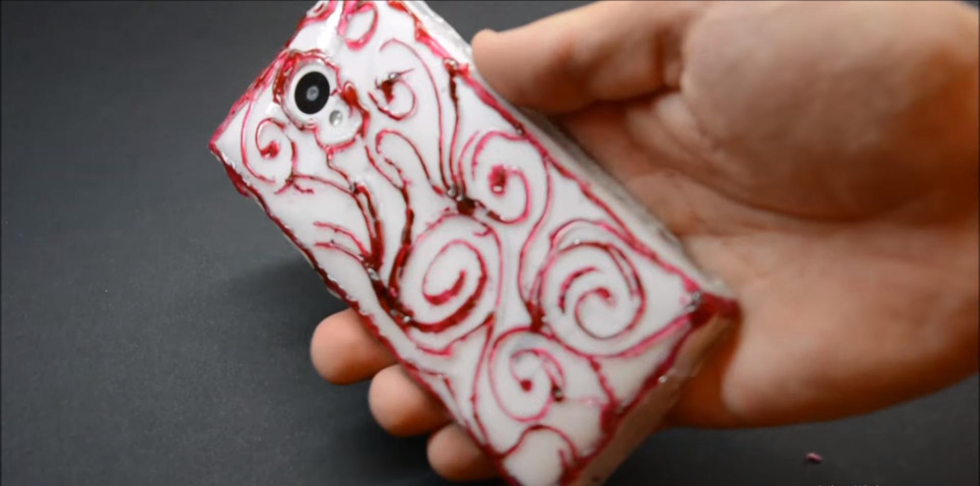Cách làm ốp lưng điện thoại từ keo nến cực kỳ đơn giản