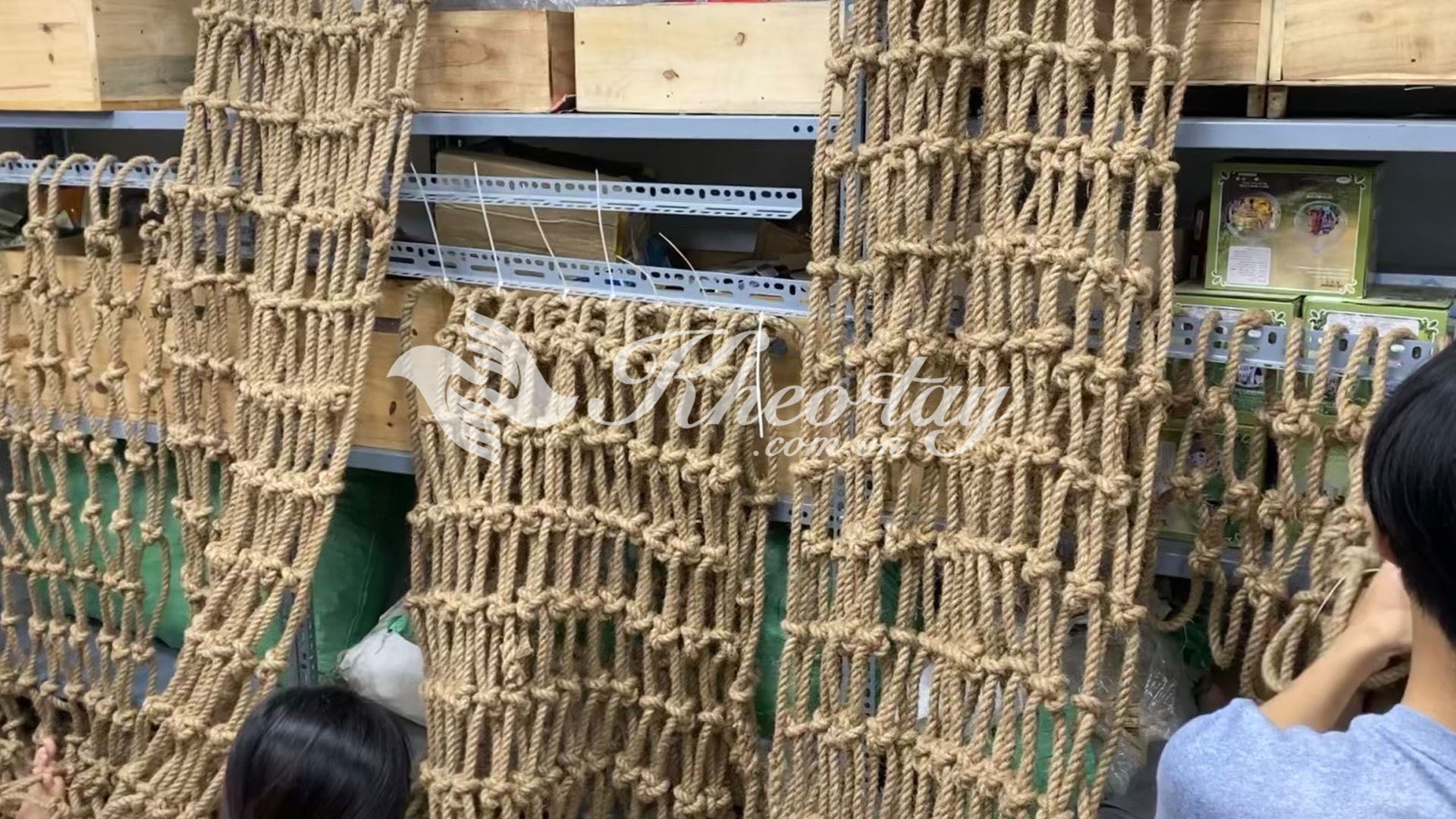 Một góc đan lưới dây thừng tại Khéo tay